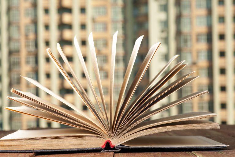 Llibre Una ciudad de profesiones de Jordi Ludevid & taula rodona Els reptes de les professions